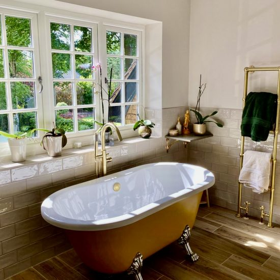 sanctuary style painted roll top bath